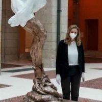 La escultura de Ayuso para las víctimas del COVID-19 fue creada en 2017 y es comparada con «una mierda»